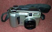 Minolta DiMage S414 Digital Camera 4 Mega Pixel & Accessories