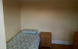 Small double / single room to rent. Close to Fareham town centre.