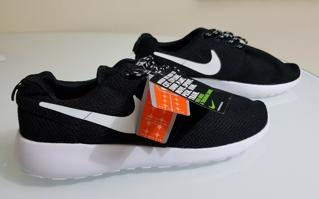 sale retailer cf546 33f04 NIKE ROSHE ROSCHE RUN AIR MAX TRAINERS RUNNING SHOES UK9 EUR 44 BRAND NEW  TAGS
