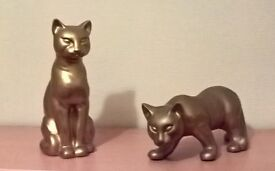 GOLD-COLOURED EARTHENWARE CAT ORNAMENTS