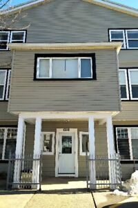 June 1st Beautiful Large 1 Bedroom & Den Apt Hart of Quinpool Rd