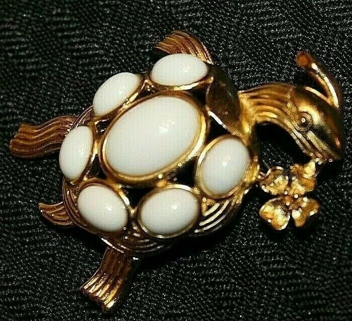 ADORABLE HARD TO FIND TRIFARI TM LARGE 2 INCH WHITE LUCITE TURTLE PIN-MINT!!!!!!