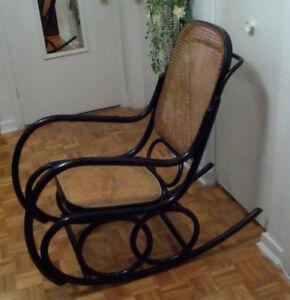 Magnifique fauteuil à bascule en rotin des années 70 +livraison