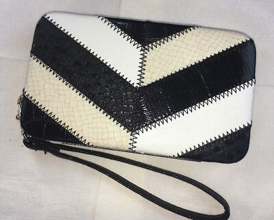 Mundi NWOT Touch and Go Smartphone Wristlet Wallet/ID Case Black White Cream