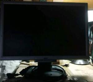 """Acer 19"""" Flat-screen LCD Monitor"""