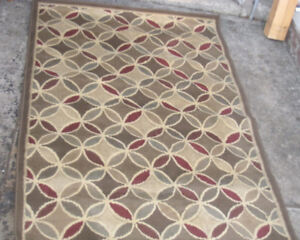 Good Area Rug  4.5' X 7' in great condition