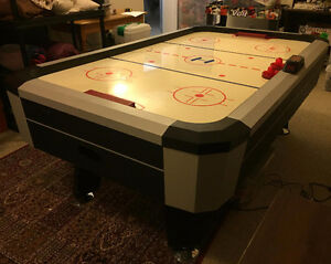 **AIR HOCKEY TABLE** W/ AUTOMATIC SCOREKEEPER