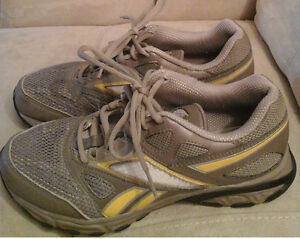 Women's sport shoes Reebook size 7.5 Kitchener / Waterloo Kitchener Area image 1