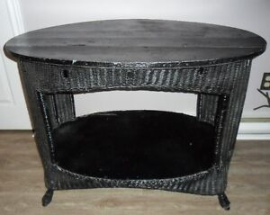 Charming Vintage Oval Black Wicker FL Parlor-Style Sunroom TABLE