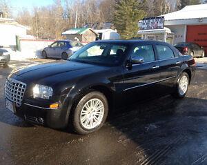 2010 CHRYSLER 300, VERY NICE CAR, CALL 832-9000 OR 639-5000