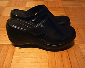 AUTHENTIC TOMMY HILFIGER GENUINE LEATHER WEDGE CLOGS- SIZE 7M