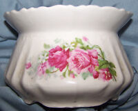 Spittoon, decorated made of porcelain