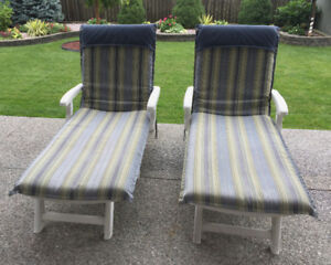 2 CHAISE LOUNGE CHAIRS
