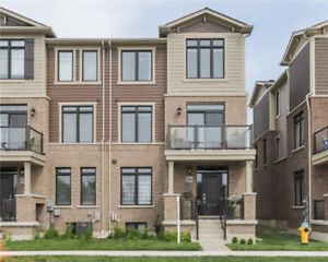 EXECUTIVE STYLE TOWNHOME W/ 4 BED + 4 BATH AND AMAZING LAKE VIEW