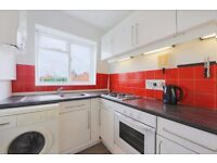 GLOUCESTER CRESCENT, NW1: LOVELY ONE DOUBLE BEDROOM FLAT, COMMUNAL GARDEN, SPACIOUS LIVING ROOM