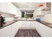 Stunning 3 Double Bedroom Flat in Raynes Park A Short Walk To The Station With Parking