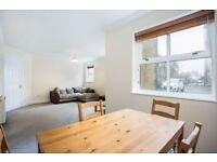 Modern completely redecorated Large 1 Bedroom apartment Adjacent to Regents Canal and Victoria Park