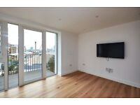 Luxurious 1 Bedroom Apartment Available In Admiralty House, E1W With A Balcony & Concierge Service