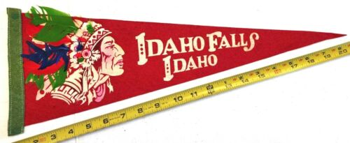 "OLD AND RARE IDAHO FALLS FEATHERED FELT PENNANT 19.5"" {CM171}"