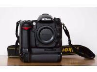 Nikon D7000 Camera + Nikkor Lens 18-105mm VR + Grip + Camera Bag