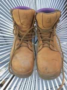 Steel Blue work boots size 7.5 (Au). Redcliffe Redcliffe Area Preview