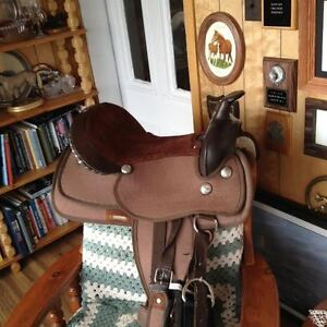 15 inch western synthetic saddle