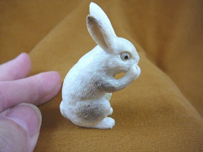 (BUNNY-2) white Bunny boxing Rabbit shed ANTLER figurine Bali detailed carving