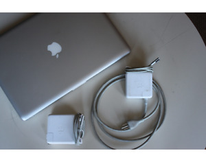 "15"" MacbookPro, 2009, 4gbRAM, 500GB HD"