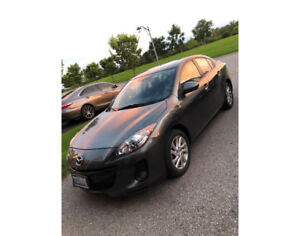 2012 Mazda 3 - LEATHER, SUNROOF and VERY LOW kms!!!