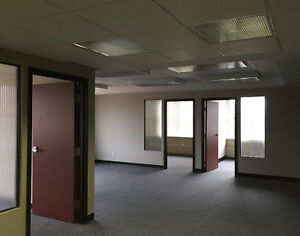 Bureaux À Louer / Office Space for Rent in Monkland Village
