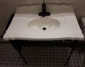 Meuble lavabo vanité sur pattes