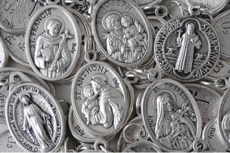 HUGE Catholic Italian Medal Lot - 100 NEW Medals  MANY SAINTS  FREE USA SHIPPING