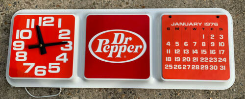 Vintage  DR PEPPER WALL CLOCK ADVERTISING  Sign Calendar Nos Clock orginal box