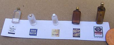 1:12 Scala 5 Pz. Bottiglie Con Etichette Miniatura Per Casa Delle Bambole