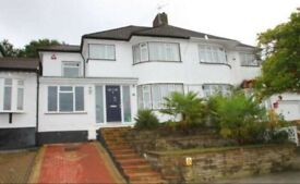 Beautiful spacious 5 bedroom in Vernon with a studio in Stanmore