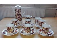 "Elizabethan ""Meadow Flower"" 15 piece tea set - Excellent condition!"