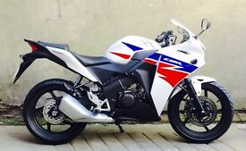 STUNNING 2014 HONDA CBR125R IN IMMACULATE CONDITION (ONLY 2400 ON CLOCK) UK DELIVERY AVAILABLE