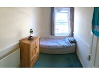 Cosy double room, very central and 200m from beach