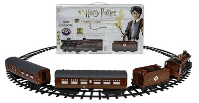 [NEW] Lionel Hogwarts Express Battery-powered Model Train Set with Remote