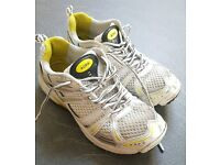 GM Aura boys cricket shoes trainers size 4
