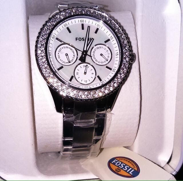Fossil Watchin Airdrie, North LanarkshireGumtree - Fossil watch, basically brand new only been wore once or twice! Perfect condition comes in box, with fossil tag and fossil book! No set price just want rid of it. Call or text me 07943046201