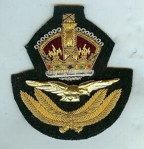 Gold Wire Cap Badge RAF Officers Kings Crown 2WW Pattn.