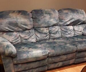 Comfortable Recliner couch and chair (great sofa set)