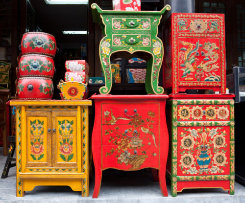 Your Guide to Buying Post-1940 Chinese Antiques