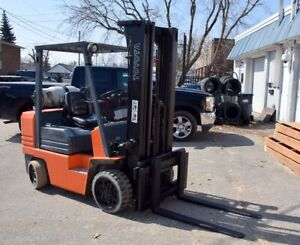 TOYOTA 6,000 LB CAPACITY FORKLIFT WITH SIDESHIFT * LARGE SELLOFF