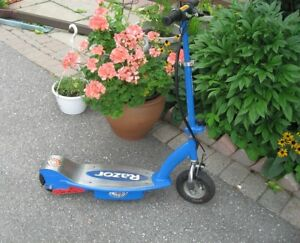 Razor E100 Blue Electric Power Steel Scooter with charger