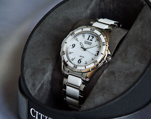 NEUVE! Montre 'CITIZEN'  Eco-Drive & *DIAMANTS*
