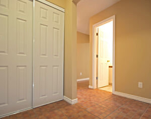 Updated 3 bedroom condo /w gas fireplace in White Oaks London Ontario image 4