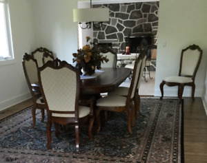 Large  size Dining Room set / Ensemble de Salle à Manger
