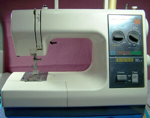 KENMORE PORTABLE 30 MULTI-STITCH SEWING MACHINE READY TO SEW